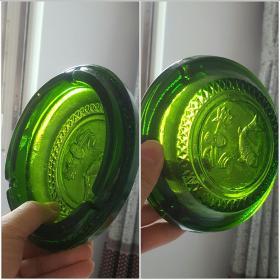 老物件早期碧绿色玻璃或琉璃材质的圆形老烟灰缸一个