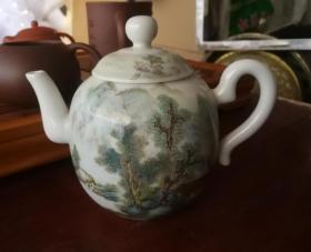 清代粉彩瓷茶壶