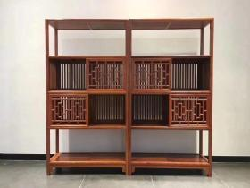 缅甸花梨空灵书架,经典旧藏款式,注重传承,做工精细。柜门为单门,上下有镶嵌轨道,可左右推拉。采用全榫工艺制作,不用任何的一个铜件。单个尺寸:长100、宽38、高189(一对)