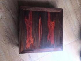 无补方几,底座『酸枝造』老挝大红酸枝,黑飘红,面板两拼。尺寸:49/49/16.5