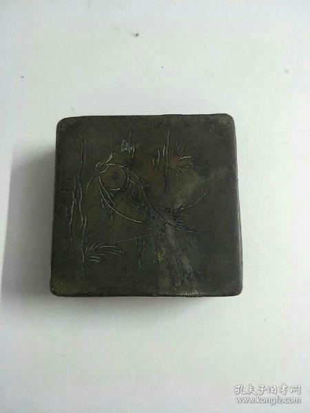 刻有鱼图案的老铜墨盒