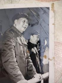 毛主席和林彪合影照片
