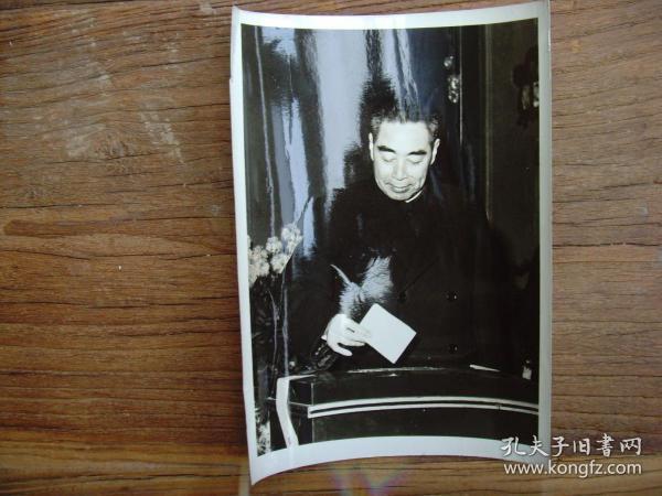 老照片:【※1960年,北京基层选举,周恩来投票  ※】