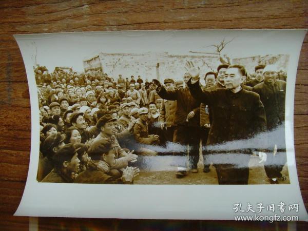 老照片:【※1966年,邢台地震发生后,周恩来亲临灾区慰问 ※】