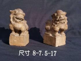 晚清老旧藏文房案头狮子一对,青石。手工雕刻,神情憨态喜气,可做镇纸,赏玩佳品。尺寸8.5-7.5-17