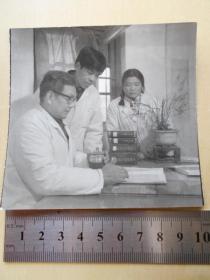 资料室散出,老照片【80年代,老中医带徒弟】