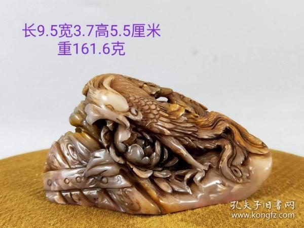 寿山石印章,雕刻精美!纯手工雕刻 ,刻工精致 ,石质通透 ,手感细腻滑润 ,不可多得的收藏品!