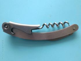 不锈钢家庭工具酒起子,设计美观像一条细长的小青鱼