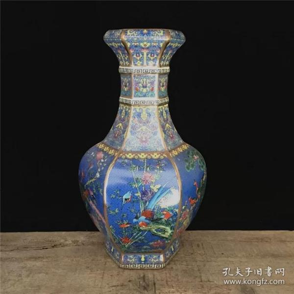乾隆蓝地粉彩花鸟六方花瓶