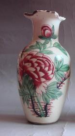 清代淄博窑红绿彩花卉赏瓶 标本