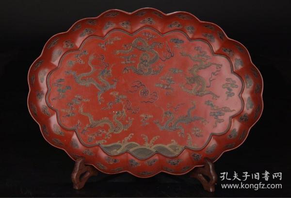 清代:木胎漆雕描金龙祥云纹葵口盘