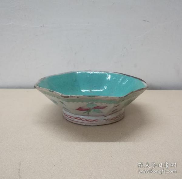 漂亮的清代同治蝶纹粉彩八角瓷碗