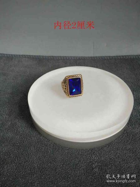天然蓝宝石老凤祥戒指。