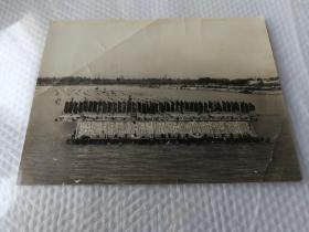 1971年武汉水中演练沿着毛主席革命路线奋勇前进照片,大张20厘米
