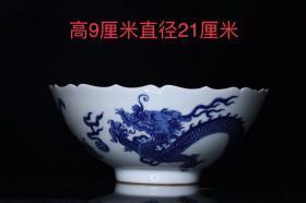 清,青花龙纹葵口碗,画工精细,发色纯正,造型别致,施釉均匀,胎质细腻,尺寸如图