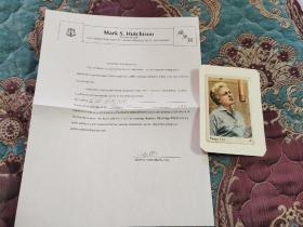 【签名照】已故著名演员,歌手 佩吉李(1920-2002) 签名照,带保真证书,其电影代表作有《小姐与流浪汉》《忧郁的凯利》(凭此电影获得第28届奥斯卡最佳女配角提名)