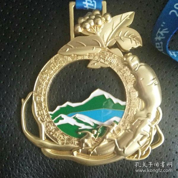 2018 吉林抚松 鲁能胜地杯 长白山国际半程马拉松  跟着马拉松去旅行 铜镀金大尺寸纪念章