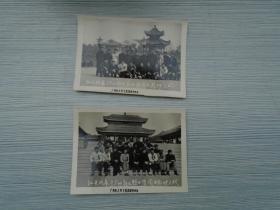 汕头代表与广州起义烈士陵园留念1959.1.23 老照片2张 单张尺寸:8.3*6厘米。包真包老 ,详见书影。放在右手边柜台里,和之前的照片一起。