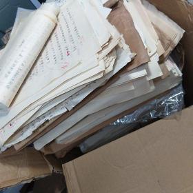 翻译家 高韧。小说手稿。一箱子稿子35厘米高。大约5000页。