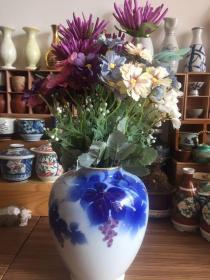 深川精美花瓶 日本皇家御用瓷器 高度21厘米 腹径16厘米 口径8.3厘米 瓷度饱满 纹饰精美