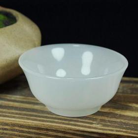 凝脂白玉茶杯 功夫茶碗 加厚主人杯 手工雕刻。非常精美漂亮,白精透撤玲珑