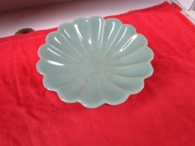 瓷器《瓷盘》民国,高11cm,圆形,品好如图。