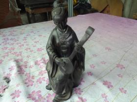 清朝红木仕女像一件,高31cm,半径12cm12cm,重10斤,品好如图。
