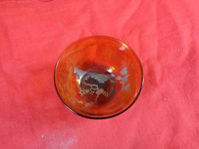 琉璃《酒杯》年代不祥,半径8.5cm,高4cm,品好如图。