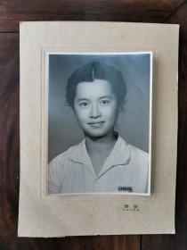 《美女照片》画家陈思萱 (别署佩荃)