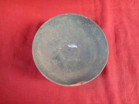 清朝高古瓷盘一个,半径12.5cm,高4.5cm,品好如图。
