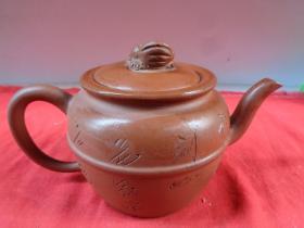 文革期名家紫砂壶一件,1968年,半径9cm,高11cm,品好如图。
