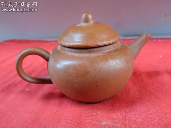 老紫砂壶一件,民国,半径7cm,高8cm,品好如图。
