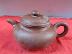 名家老紫砂壶一件,民国,半径11cm,高10cm,品好如图。