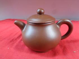 名家老紫砂壶一件,民国,半径7cm,高9cm,品好如图。