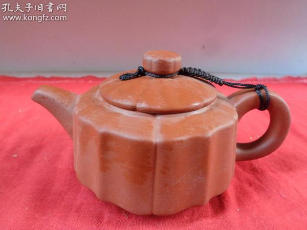 老紫砂壶一件,民国,半径11cm,高10cm,品好如图。