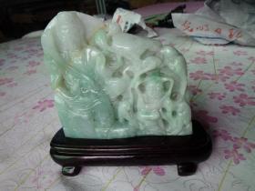 旧藏老翡翠《观音》造型精美,线条流通,翠绿色迷人,翠高14cm,宽14.5cm,厚2.2cm,重带底座2斤,有破损,品好如图。
