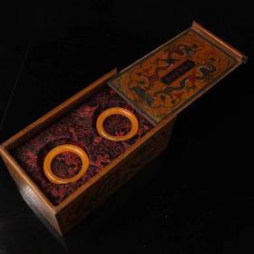 珍藏清代宫廷御用极品罕见黄龙玉手镯一对配老漆器盒一个