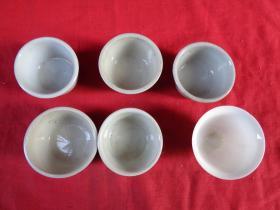 清朝瓷器《酒杯》6个合拍,高5cm,半径7cm,品好如图。