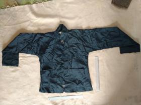 民国黑色丝棉布男夹衣上衣一件,尺寸 153×60㎝。实用品