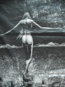 著名版画家、第12届全国美展版画金奖得主【彭*伟】巨幅精品黑白木刻版画  《仙女湖的传说·天浴》  尺寸:160X95厘米   编号:6/10