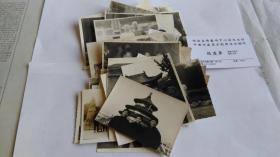 北京京剧院演出室顾问赵庆华黑白照片40多张,带一张名片。