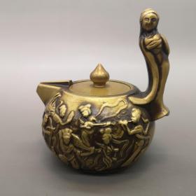 黄铜七仙姑壶,器型厚重,形制端正;通体光素,色泽雅致