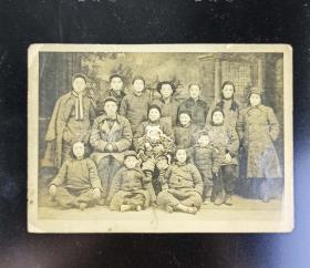 【杨-廷-福旧藏】约民国 家庭合影老照片 一张 HXTX313713