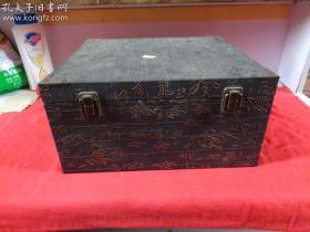 和田玉青料摆件《高士品茗》,年代不详,玉质细腻紧密,整料精雕,意境好,实玉重3.2公斤。带底座锦盒。品如图。
