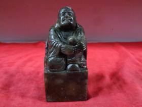寿山石《罗汉摆件》造型规整,精美漂亮,刀工流畅,5.5cm5.5cm高12cm,品好如图。