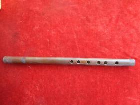 老竹笛一个,长31cm1.5cm,品好如图。
