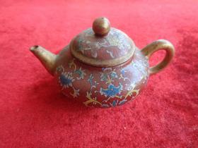 瓷器《精美茶壶》清朝,7cm7cm高6cm,品好如图。