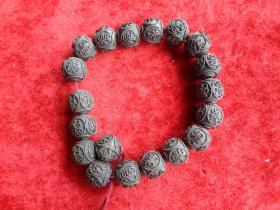 清朝铜佛珠一条,直径12cm,厚1.5cm,品好如图。