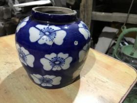 清末民初的祭蓝留白梅花罐