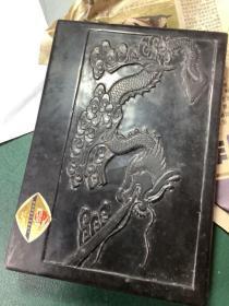 云鹤牌。贵州织金工艺美术厂。制作砚台。石雕砚台。20.5厘米14厘米。高3.2厘米